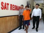 AR, residivis pengedar sabu, kini diamankan di Polres Kebumen - foto: Sujono/Koranjuri.com