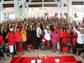 Calon gubernur nomer urut 1 bersama tim pemenangan - foto: Istimewa