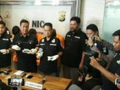 Direktorat Reserse Narkoba Polda Metro Jaya menggelar barang bukti narkoba dalam sejumlah penangkapan terhadap pelaku maupun penyalahguna Napza - foto: Bob/Koranjuri.com