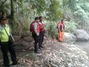 Tim gabungan melakukan pencarian dengan menyisir daratan dan penyelaman di dalam air - foto: Istimewa