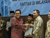 Bupati Purworejo Agus Bastian saat menerima penghargaan WTP dari BPKRI Perwakilan Jateng - foto: Istimewa