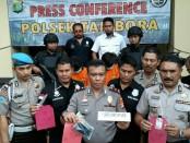 Keterangan pers oleh Polsek Tambora Polres Metro Jakarta Barat - foto: Bob/Koranjuri.com