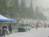 Hujan abu vulkanik dampak letusan freatik Gunung Merapi, mengguyur wilayah Sleman - foto: Istimewa