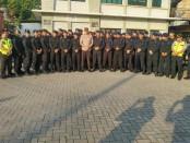Kapolres Metro Jakarta Barat Kombes Hengki Heryadi bersama para Kasat melaksanakan pengecekan kesiapsiagaan Polsek-Polsek di jajarannya untuk pengamanan Mako dan Aksi 115 Jumat (11/5) - foto: Bob/Koranjuri.com