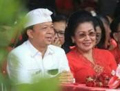 I Wayan Koster bersama istri - foto: Istimewa