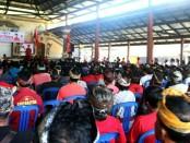 I Wayan Koster bersama warga di GedungSerba Guna Abang, DesaAbang, Kecamatan Abang, Sabtu 12 Mei 2018 - foto: Istimewa