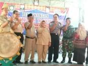 Drs Muh Wuryanto, MM, Plt , Kepala Dinsosduk KBPPPA Kabupaten Purworejo, saat meresmikan Kampung KB di Loning, Senin (14/5) - foto: Sujono/Koranjuri.com