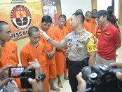 Satresnarkoba Polres Badung menggambarkan pengedar narkoba, salah satunya remaja yang baru tamat SMA - foto: Istimewa
