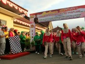 Jalan sehat dalam rangka merayakan HUT Bhayangkara ke 72 di Polres Kebumen - foto: Sujono/Koranjuri.com