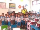 Puluhan siswa TK saat mendengar pemaparan dari Bhabinkamtibmas Kecamatan Selat, Kabupaten Badung - foto: Istimewa