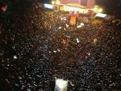 Panggung konser musik rock Akbar 'Satu Jalur Musik Fiesta' dengan dihadiri puluhan ribu massa di Lapangan Lumintang, Denpasar, Rabu (20/6/2018) - foto: Istimewa