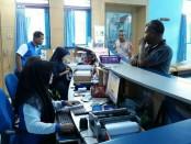 Meski ada libur lebaran, loket pelayanan PDAM Purworejo tetap buka sesuai jadwal yang telah ditentukan - foto: Sujono/Koranjuri.com