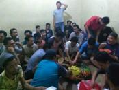 Kepolisian Sektor Cengkareng merayakan HUT Bhayangkara Ke-72 bersama para tahanan - foto: foto: Istimewa