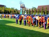 Para siswa baru SMK N 1 Purworejo, saat mengikuti MPLS dengan penyaji materi dari personil Kodim 0708, tentang tata upacara bendera dan baris berbaris, Rabu (18/7) - foto: Sujono/Koranjuri.com