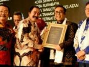 Wawali Kota Denpasar IGN. Jaya Negara (dua dari kanan) menerima penghargaan 'Yokatta Wonderful Indonesia Tourism Awards (YWITA) 2018', Jumat malam, (20/7/2018) di Kantor Kemenpar RI, di Jakarta - foto: Ari Wulandari/Koranjuri.com