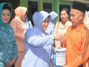 Ketua PIA Ardhya Garini Daerah I Koopsau I, Lusy Nanang Santoso menggelar Bakti Sosial di Kabupaten Rokan Hulu, Kepulauan Riau - foto: Istimewa