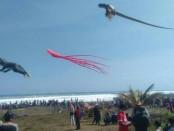 Suasana Festival Layang-layang di Pantai Ketawang, Grabag, Purworejo, Minggu (29/7) - foto: Sujono/Koranjuri.com