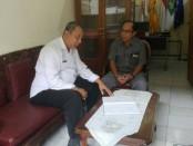 Kepala SMP Sapta Andika Wayan Sutarjana menerima tim pemantau dari Dinas Pendidikan Kota Denpasar - foto: Koranjuri.com