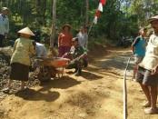 Warga Desa Redin, Gebang, Purworejo, turut berpartisipasi dalam pelaksanaan TMMD - foto: Sujono/Koranjuri.com
