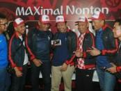 Foto bersama jelang Nobar Piala Dunia yang diselenggarakan Telkomsel - MAXstream di Lapangan Renon, Denpasar - foto: Ari Wulandari/Koranjuri.com
