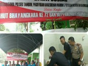 Sunatan massal yang digelar Polsek Tambun, Metro Bekasi bersama Yayasan Kalimusada dalam peringatan HUT Bhayangkara Ke-72 - foto: Istimewa