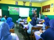 Guru di lingkungan SMK TKM Purworejo tengah mengikuti In House Training, Senin (9/7) - foto: Sujono/Koranjuri.com