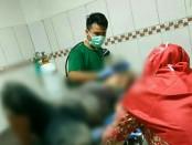 Korban Marfungatun, kini menjalani perawatan intensif di RS Purwogondo, usai dianiaya suaminya - foto: Sujono/Koranjuri.com