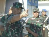 Pangdam IX/Udayana Mayjen TNI Benny Susianto, melakukan peninjauan dan pengawasan secara langsung di lapangan - foto: Istimewa