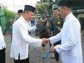 Penyerahan hewan korban dari Kodam IX/Udayana kepada Kasdam IX/Udayana Brigjen TNI Kasuri mewakili Pangdam IX/Udayana Mayjen TNI Benny Susianto - foto: Istimewa