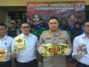 Polres Metro Jakarta Barat berhasil mengungkap kasus peredaran sabu seberat 30 kilogram jaringan Malaysia dan menyita uang tunai Rp 2,3 miliar yang diduga hasil penjualan narkoba - foto: Bob/Koranjuri.com