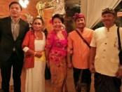 Desak Nyoman Suarti (tengah),  Arya Primanda Wibisana (kiri) - foto: Ari Wulandari/Koranjuri.com
