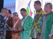 15 orang pejabat terdiri dari TNI, Polri dan Pemerintah Daerah menerima penghargaan 'Dharma Pertahanan' dari pemerintah terkait penanganan bencana gempa Lombok - foto: Istimewa
