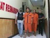 SP dan SU, dua tersangka pemakai narkoba jenis sabu, kini mendekam di sel tahanan Mapolres Kebumen - foto: Sujono/Koranjuri.com