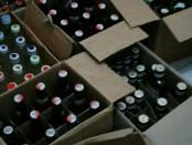 Ratusan botol miras yang berhasil disita Satpol PP Purworejo, dalam sebuah patroli penegakan perda, Minggu (2/9) malam, di Bandungrejo, Bayan - foto: Sujono/Koranjuri.com
