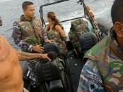Sea Rider dan Patkamla Marak TNI AL melakukan proses evakuasi terhadap penumpang dan kru kapal Santa Lusia yang mengalami kebocoran di perairan Pulau Sinyaru, Sumatera Barat - foto: Istimewa