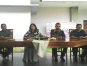 Para pengusaha yang tergabung dalam organisasi HIPMI Bali, IWAPI dan BKOW Bali mengadakan keterangan pers terkait pelaksanaan Gema Perdamaian XVI - foto: Koranjuri.com