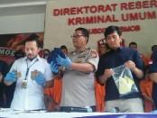 Kabid Humas Polda Metro Jaya Kombes Pol Argo Yuwono melakukan ekspose barang bukti dari sejumlah tindakan kriminal - foto: Bob/Koranjuri.com