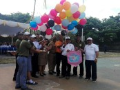 Pelepasan balon menandai pembukaan Festival Regrisma 2018 yang merupakan  perhelatan sepekan bidang olahraga dan seni di SMA PGRI 2 Denpasar - foto: Koranjuri.com