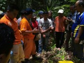 Kerangka Muhamad Ikhwanudin, warga Desa Sikayu, Kecamatan Buayan, Kabupaten Kebumen, saat dievakuasi petugas - foto: Sujono/Koranjuri.com