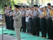 Sholat gaib digelar Polres Kebumen, Jum'at (5/10), sebagai bentuk bentuk keprihatinan terhadap para korban gempa dan tsunami di Palu dan Donggala Sulawesi - foto: Sujono/Koranjuri.com