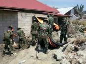 Proses evakuasi masih akan terus dilakukan karena diperkirakan masih banyak korban tertimbun lumpur dan reruntuhan - foto: Bob/Koranjuri.com