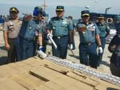 Pemusnahan barang bukti miras dan rokok ilegal - foto: Istimewa
