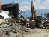 Evakuasi puing-puing reruntuhan akibat gempa-tsunami yang mengguncang Palu dan Donggala - foto: Istimewa