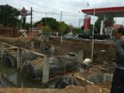 Kegiatan pembangunan perluasan pom bensin Suronegaran akhirnya dihentikan Satpol PP Kabupaten Purworejo - foto: Sujono/Koranjuri.com
