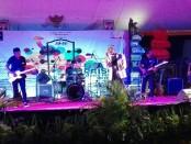 Penampilan salah satu grup band dalam event Prison Music Festival 2018 di dalam Lapas Kelas IIA Kerobokan - foto: Koranjuri.com