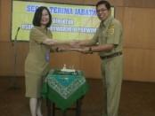 Serah terima jabatan Direktur RSUD Dr Tjitrowardojo Purworejo, dari Plt. Direktur, drg. Nancy Megawati, kepada drg. Gustanul arifin, M.Kes, selaku direktur yang baru, Senin (26/11) - foto: Sujono/Koranjuri.com