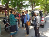 Tim Resmob Ditreskrimum Polda Bali mengamankan 11 pelaku pungutan liar terhadap sejumlah kendaraan yang masuk ke Pantai Matahari Terbit, Sanur - foto: Istimewa