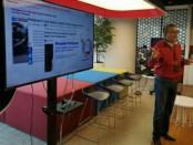 Telkomsel memberikan pemahaman kepada pelanggan terkait penipuan yang mengatasnamakan perusahaan provider tersebut - foto: Ari Wulandari/Koranjuri.com