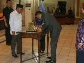 Penandatanganan kesepakatan tentang perubahan Hari Jadi Purworejo, dari 5 Oktober 901 menjadi 27 Februari 1831, Selasa (13/11), antara Dewan Perwakilan Rakyat Daerah dan Pemkab Purworejo - foto: Sujono/Koranjuri.com
