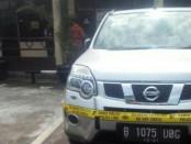 Mobil yang dibawa HS, terduga pelaku pembunuhan satu keluarga di Bekasi - foto: Bob/Istimewa
